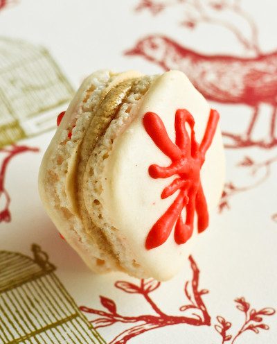 Christmas Present Macarons with Gingerbread Buttercream / raspberri cupcakes