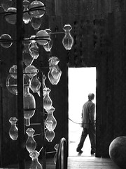 the visitor (mujepa) Tags: bw sculpture art glass monochrome museum musée visitor centrepompidou oeuvre metz masterpiece verre noirblanc artmoderne visiteur