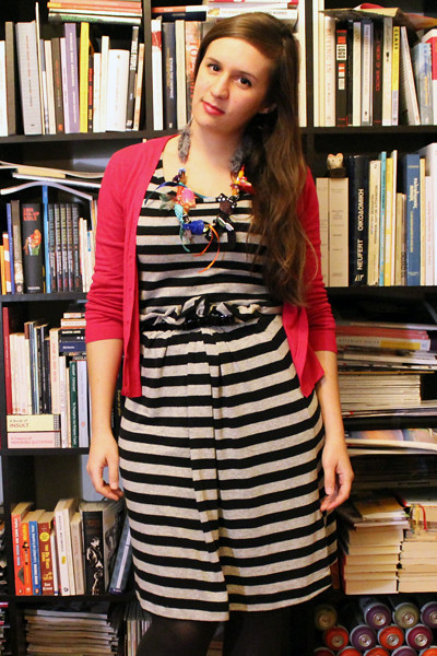 fashionarchitect.net_stripy_dress_strigles_necklace_1