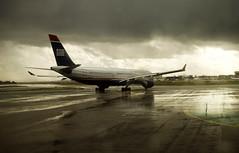 US Airways (Alberto Sen (www.albertosen.es)) Tags: madrid españa cloud storm plane airport spain nikon cloudy aircraft alberto nubes tormenta takeoff aeropuerto pista avion t1 sen usairways barajas nuboso d80 albertorg