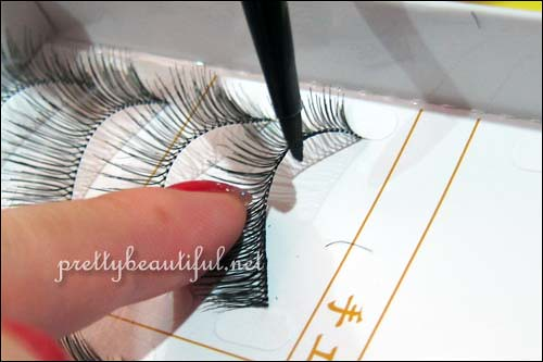 how to color the band of false lashes