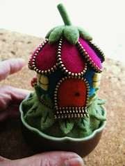 A little zipper flower house/pincushion (woolly  fabulous) Tags: door house flower cute wool leaves mushrooms felt zipper pincushion embroidered ecofriendly