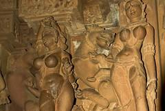 11 Khajuraho temple. Kama Sutra (courregesg) Tags: sculpture india art history architecture temple erotic religion ruine kamasutra inde khajuraho vestige madhyapradesh historicalplace erotisme
