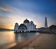 True Belief (mr_fairuz) Tags: sunset bw building history tourism beach beauty composition 35mm banda one boat long exposure photographer line malaysia be there historical thumb format 20mm indah jogging malaysian f8 rule leading f28 taman melaka masjid allah malacca pantai bot selangor 2010 alam balak swt selat matahari tasik fairuz maju hilir zilzal pengkalan ciptaan nd1000 terbenam kejadian