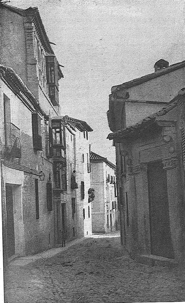 Calle de Santa Úrsula hacia 1928. Fotografía de Narciso Clavería publicada en abril de ese año en la Revista Toledo