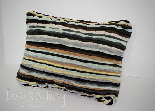 elastic thread sweater pillow finished