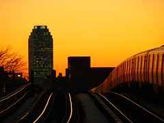 Heading Into the Sunset (Roblawol) Tags: newyorkcity sunset newyork train subway glow dusk tracks astoria mta citibank ntrain longislandcity qtrain citi citibuilding 2011 astoriablvd january4 010411