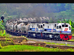 CC 20167 Double Traction with CC 20164 Hauled Tanker Train curving Karanggandul (Bang Ricki VanDirjo Sepur44) Tags: train with traction double cc tanker curving 20164 hauled 20167 karanggandul