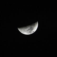Mezzo pieno o mezzo vuoto? (claxd) Tags: blackandwhite moon night canon interestingness topf75 luna faves topf100 topf200 topv100 biancoenero bestshot 1000faves bestflickr canon55250is canon1000d