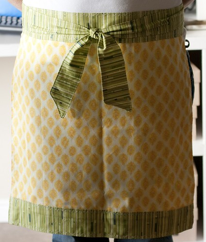 Spicing Up the Kitchen Swap Reversible Apron Side 2