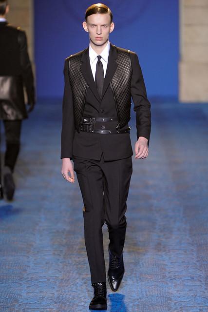 FW11_Milan_Versace005_Christian Ochsenfahrt(VOGUEcom)