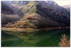 Paisaje invernal en espejo (Aurora3) Tags: asturias espejo reflejo invierno vacaciones embalse 2010 caso aurofot tanes