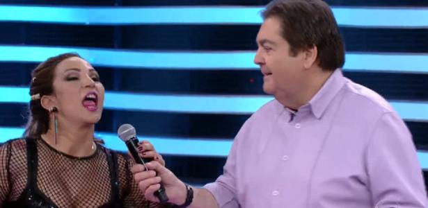 "Valesca Popozuda toma microfone de Faustão e diz: ""Espera aí, dá pra ela"""