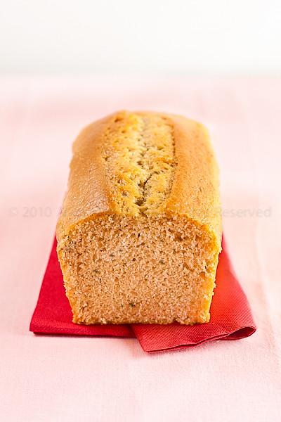 Cake all'olio essenziale di limone, timo e olio extravergine