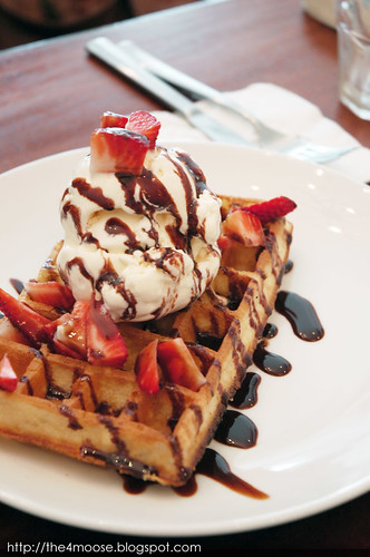 Vanilla Bar and Cafe - Waffle