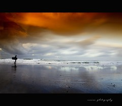 bajo la tormenta (unaisa) Tags: sunset sea seascape storm color colour water backlight clouds marina photoshop reflections contraluz landscape atardecer photography coast mar iso200 photo sand agua waves sony paisaje explore filter tabac tormenta coastline 1855mm alpha frontpage olas bizkaia euskalherria euskadi basquecountry paisvasco reflejos graduated bakio bodyboard oss filtre cs3 filtro explored apsc basquelandscape unaisa nex3