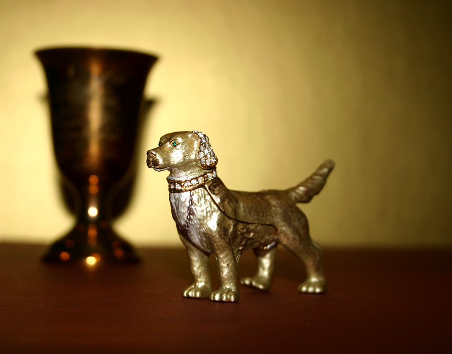 Dog trinket or jewelry box – Retriever coated in 24kt gold with dozens of Swarovski Crystals - 02