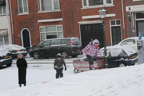 Brincadeira na neve: trenó