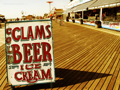 CLAMS BEER ice cream (VÉRONIQUE) Tags: newyork ice beer cream clams surfav mermaidavenue neptuneavenue connieisland