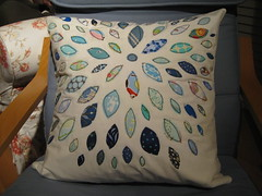 another pillow cover :) (dana and thread) Tags: pillow quilted applique fmf munki fleamarketfancy heatherross rawedgeapplique annamariahorner