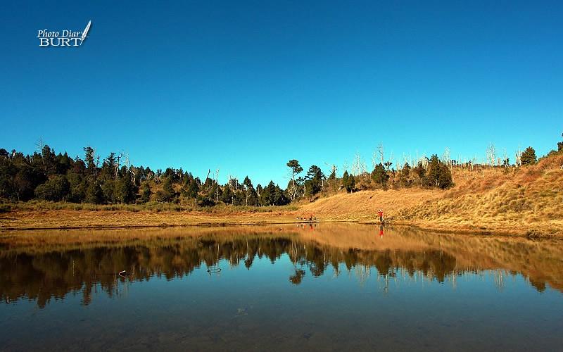 藍天下的加羅湖
