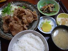 一那「豚竜田揚げ定食」(650円)