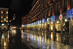 EN EL SILENCIO DE LOS REFLEJOS ... (marthinotf) Tags: navidad luces lluvia nikon nocturna reflejos iluminación olétusfotos