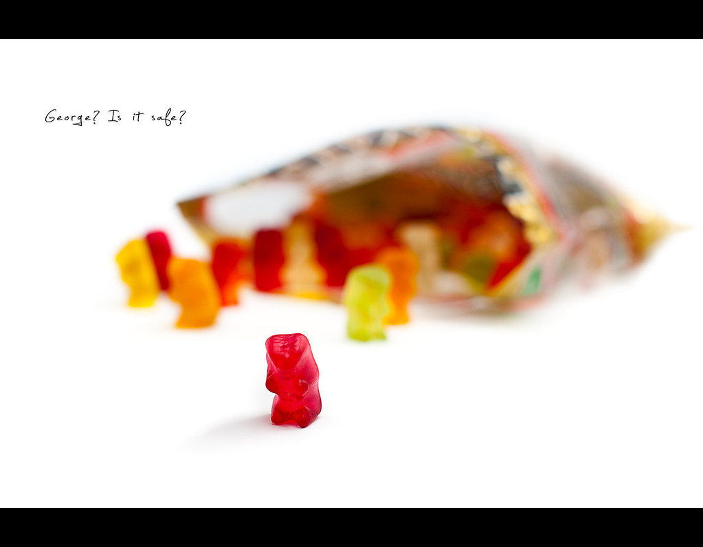 Day 136, 136/365, Project 365, Bokeh, Strobist, on white, white background, Gummibärchen, Gummibären, Gummibears, Snack Food, funny, colours, colors, Haribo, save, hide, open bag, ourdailychallenge, project365, Softbox, 50mm, Sigma 50mm F1.4 EX DG HSM