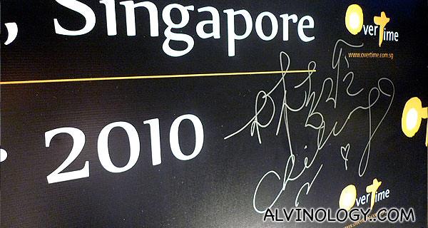 Lin Chi-ling's signature