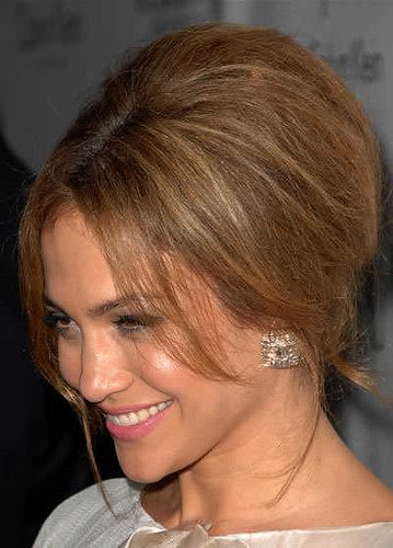 jennifer-lopez-updo-hairstyle-oct-08