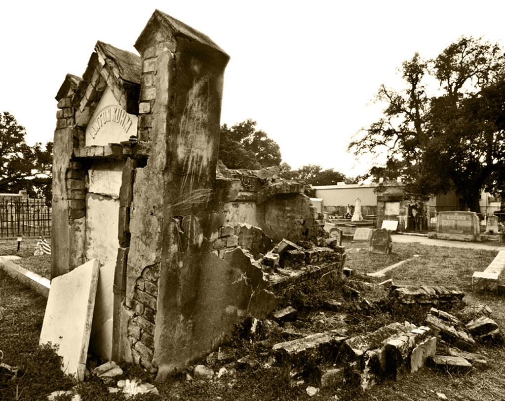 1868 Tomb in Biloxi MS
