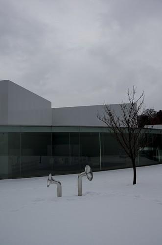 雪の金沢21世紀美術館