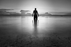 In the twilight ([Kantor]) Tags: longexposure sunset sea selfportrait beach silhouette coral backlight canon contraluz mar sand autoretrato arena malaysia silueta perhentian pulau horizont horizonte kantor kecil malasia coralbeach largaexposicin 400d ltytr1
