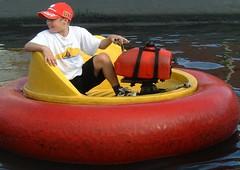 2002 08 29 154a Sandown Bumper Boats (IoW_Sparky) Tags: isleofwight iow england britain wight europe seaside sparky fibrosekystique fils enfant garçon manqué angleterre fuji