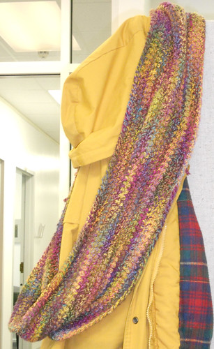 2010.Curly.Q.Extra.Large.Cowl.001