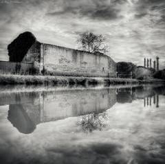 Saint Gilles (Le***Refs *PHOTOGRAPHIE*) Tags: sky bw white black reflection water canal nikon dramatic nb explore reflet frontpage hdr usine chemine camargue urbex d90 stgille abandonner lerefs