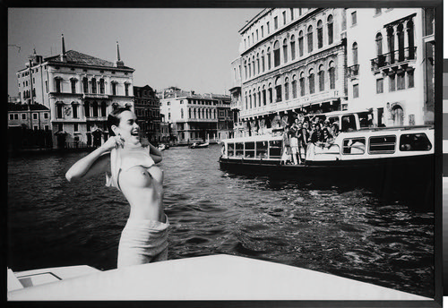 03 Girl Flashing On The Grand Canal