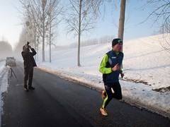 The Sports Photographer (Marc Gommans) Tags: road people snow ted cold funny photographer nederland thenetherlands running limburg elsloo zd mmf2 winter2010 marcgommans fotoclubvenray olympusep2
