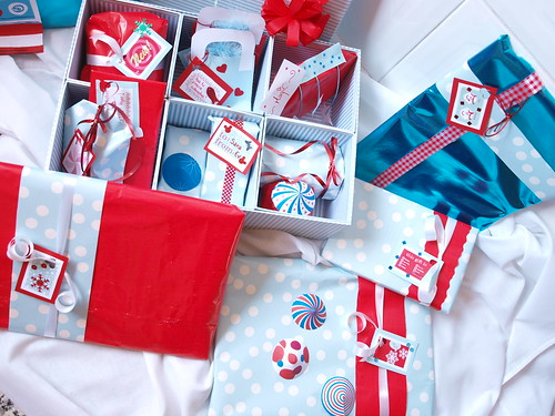 Wrapping ideas in blue and red 3