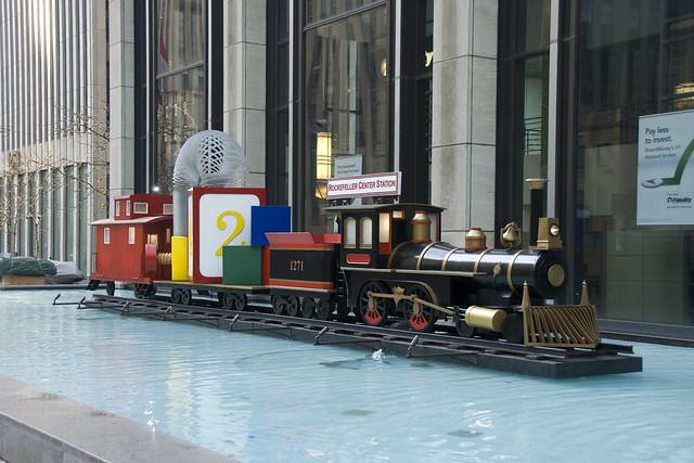 d9 christmas train