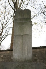 The Kiss Montparnasse Cemetery Paris France (Richie Wisbey) Tags: paris france cemetery stone dead concrete death memorial peace steel great peaceful richie richard memory edgar granite marble rue montparnasse emile 2010 quinet wisbey parisfrancenovember2010