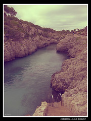 Menorca - Cala En Brut (CATDvd) Tags: espaa cliff beach island spain playa isla menorca acantilado platja illa espanya illesbalears islasbaleares catdvd sesilles acantilat calaenbrut davidcomas august2010 canonpowershots90