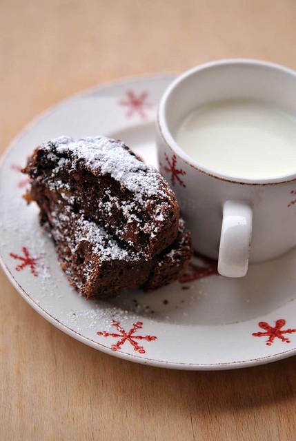 3.Cake al cioccolato con prugne, fichi e rum