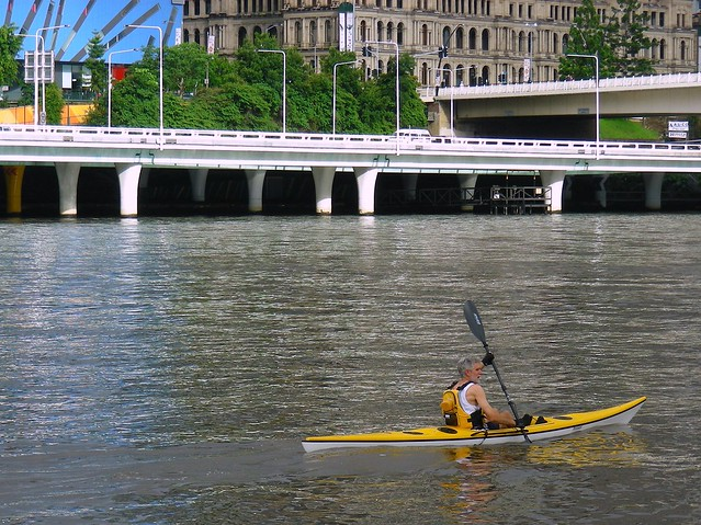 12 Dec 2010: Kayaker on the Brisbane River