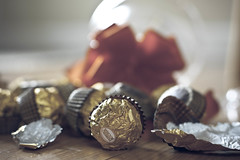 How Many of These Can You Eat... (Mara T Pons) Tags: christmas chocolates ferrerorocher butimhappy iwentthroughtenoftheseinhalfanhour andfeelingguilty myfamilycamelookingforthemandtheywerealmostgone
