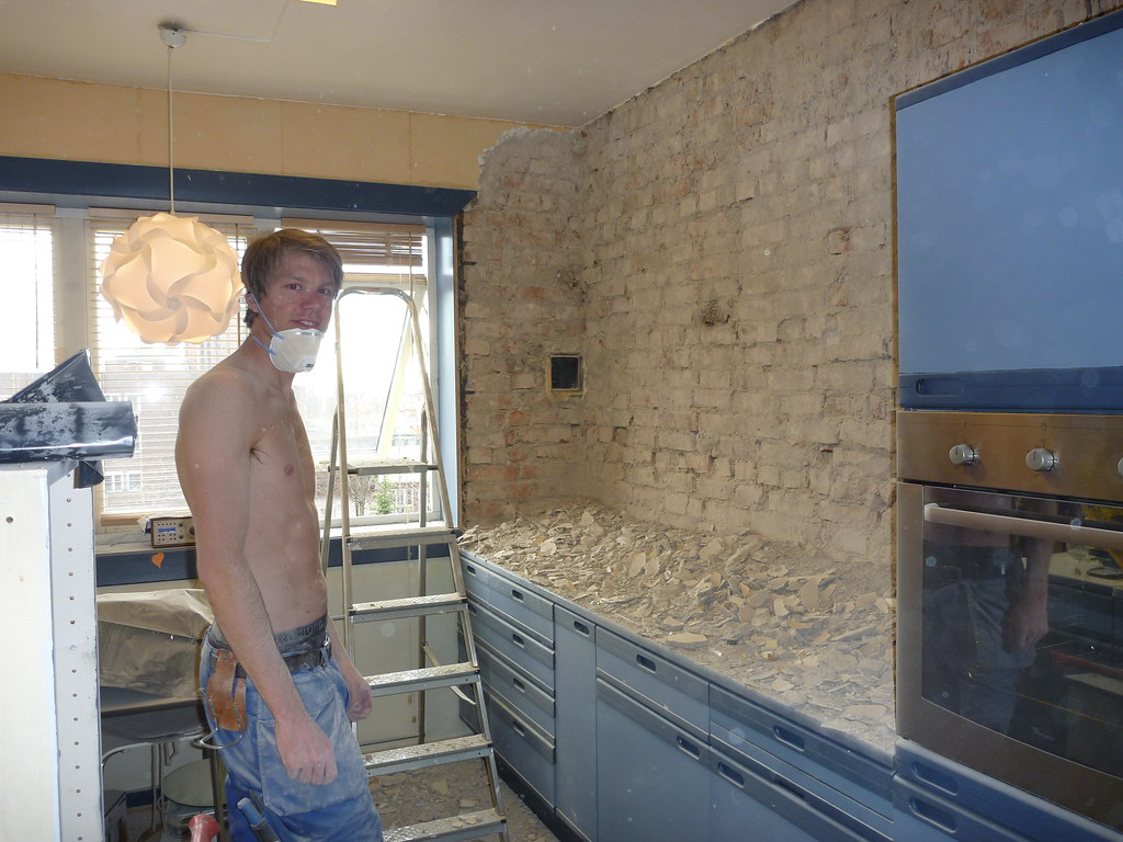 Martin pusser opp på kjøkkenet