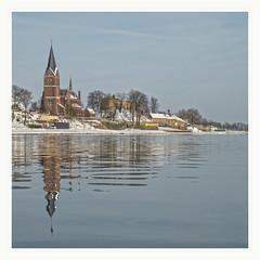 Kessel reflected (Loe Giesen) Tags: ferry maas limburg kessel castleruins veerpont keverberg loegiesen