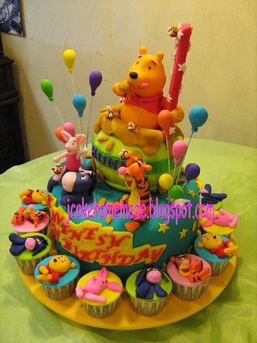 Astonishing Winnie The Pooh Birthday Cake A Photo On Flickriver Funny Birthday Cards Online Aeocydamsfinfo