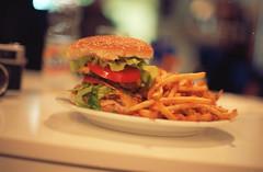 Color Food (Romain Leducq is Photographer) Tags: camera film french 50mm is minolta photos films burger 14 bordeaux frites alf funky iso eat fries hamburger manger 100 romain kana argentique srt ektar kabeh 303b leducq k4n4