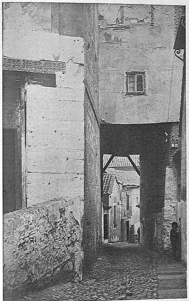 Plaza de la Cruz hacia 1925. Fotografía de Narciso Clavería publicada en la Revista Toledo en noviembre de 1925